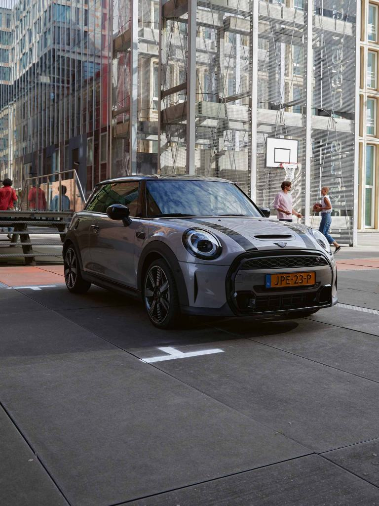 New MINI 3-door hatch – grey and black – front view